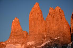 Chile patagonia torres del paine perfect sunrise over las torres20180829 76980 1q7hf64