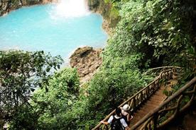 Costa rica tenorio volcano national park walking down to rio celeste waterfall20180829 76980 1ocrqul