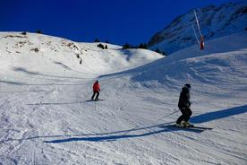 Spain pyrenees ski cerler two skiers gentle curve
