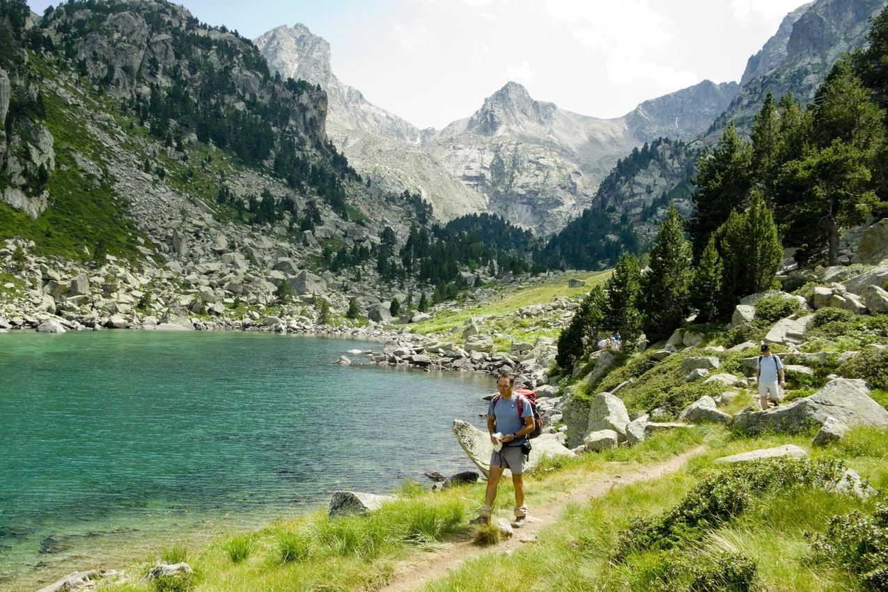 spain-pyrenees-aigues-tortes-solo-guide-walking-by-lake
