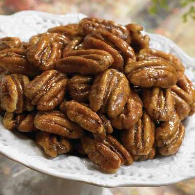 Santa's Workshop - Making Glazed Pecans