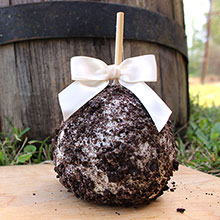 Oreo Caramel Apples With White Chocolate
