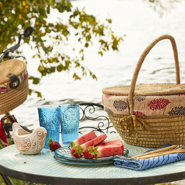 Your Picnic Essentials List: 12 Must-Haves For A Perfect Picnic