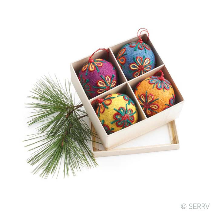 Colorful Jute Ornament Set