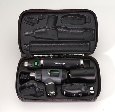 Diagnostic Set with Standard Ophthalmoscope, MacroView™ Otoscope with Throat Illuminator, Convertible Rechargeable Handle in Hard Case