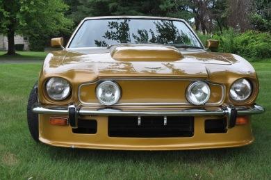 ASTON MARTIN V8 VANTAGE LHD 1978 - Gold - SOLD