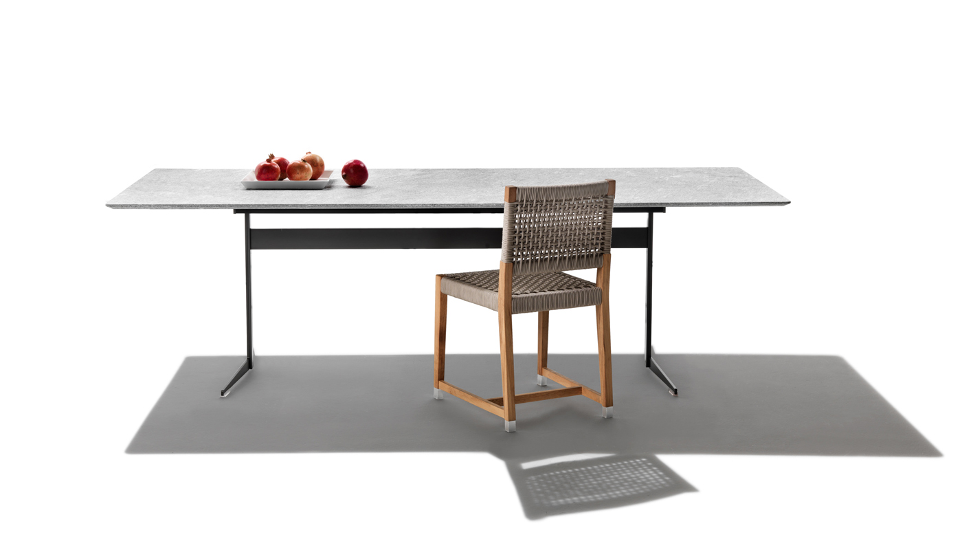 Fly Outdoor Dining Table