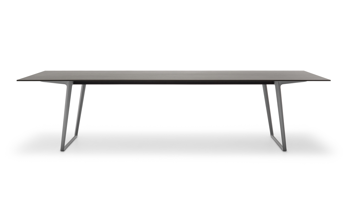 Axy Dining Table