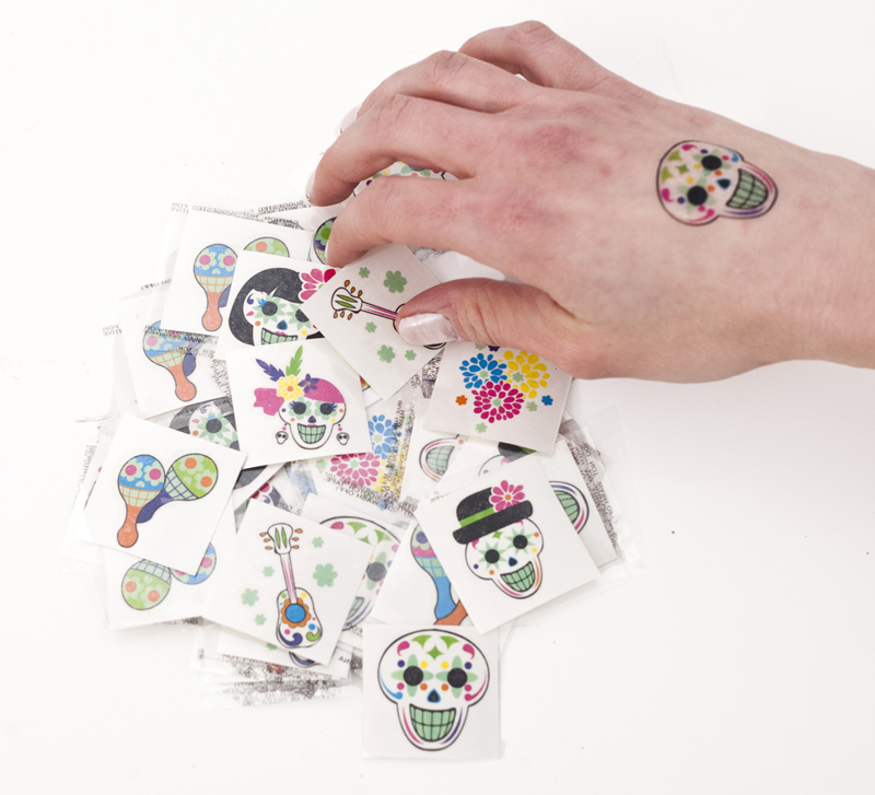 Glow in the Dark Day of the Dead Tattoos, Spanish: Teacher\'s Discovery