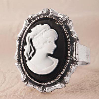 Elegant Cameo Ring