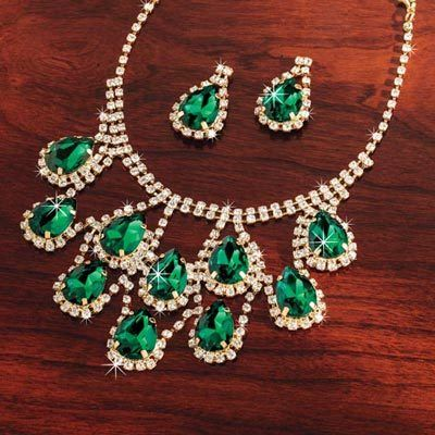 Lavish Faux Emerald Jewelry Set