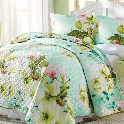 Magnolia Blooms Quilt Set