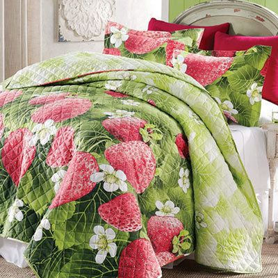 Strawberry Fields Quilt Set