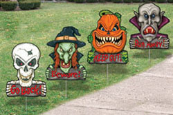 Scary Delight For Trick-or-Treaters Yard Art