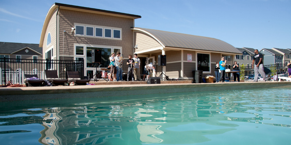 11 Awesome Student Housing Swimming Pools To Keep You Cool This Summer Ucribs