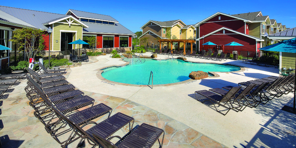 11 awesome student housing swimming pools to keep you cool - Swimming pools in college station tx ...
