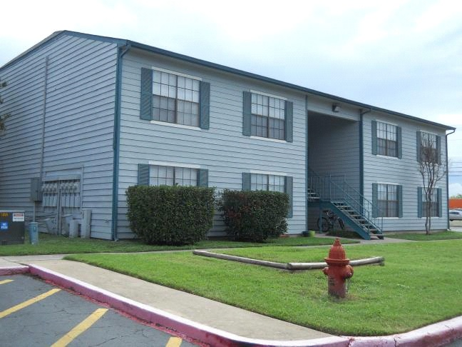 the verandah apartments community is located in san marcos texas as