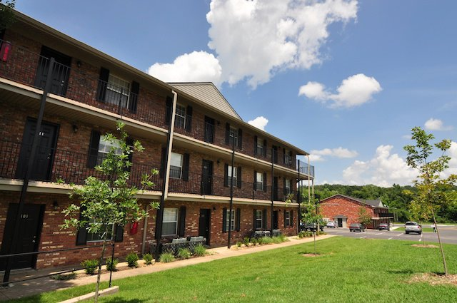 Captivating South Creekside Apartments $283   $450