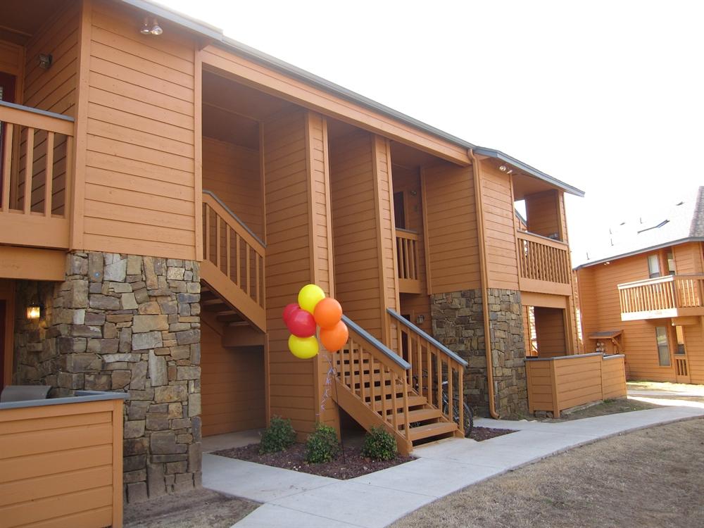 Hampton Woods Apartments   UCribs