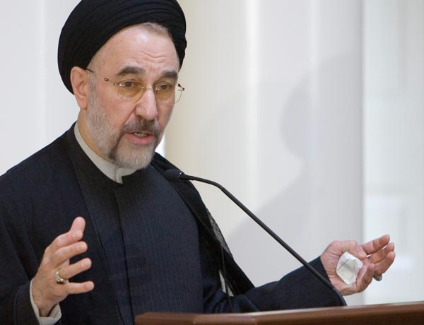 Khatami Visits Grounds