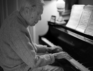 Beloved professor Ernest Mead, 95, passes away