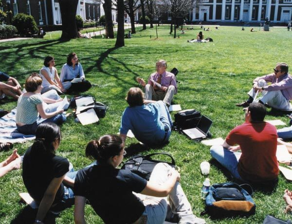 Professor Elzinga teaching a class on the Lawn