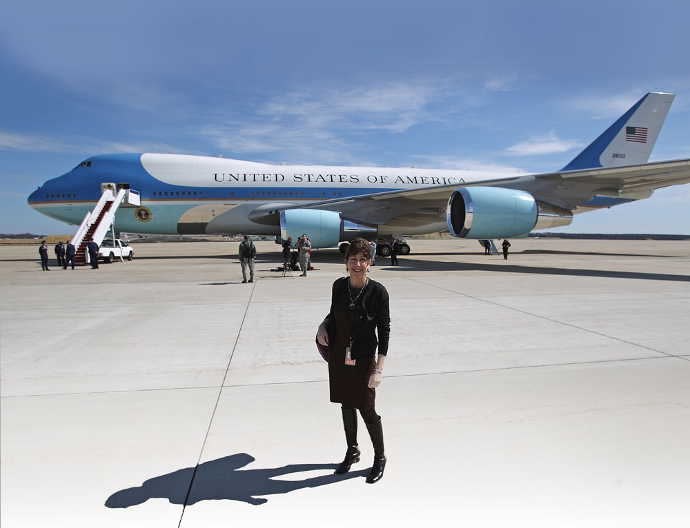 Sheryl Gay Stolberg (Col '83) stands in front of Air Force One