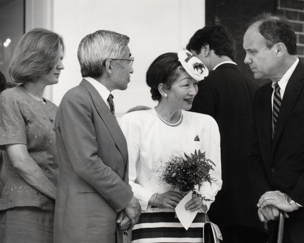 Emperor Akihito and Empress Michiko of Japan speaking with UVA President John T. Casteen III