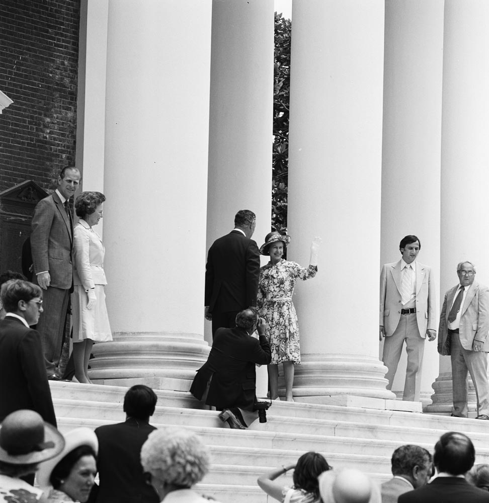 Queen Elizabeth II on the steps of the Rotunda