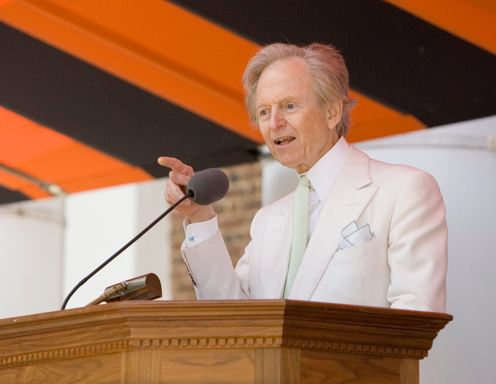 Author Tom Wolfe delivering his valedictory address in 2006