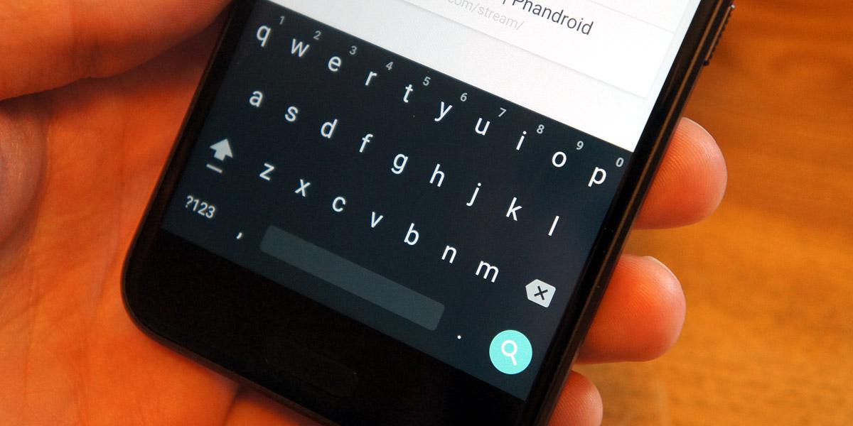 Smartphones HTC muestran por error anuncios en los teclados internos