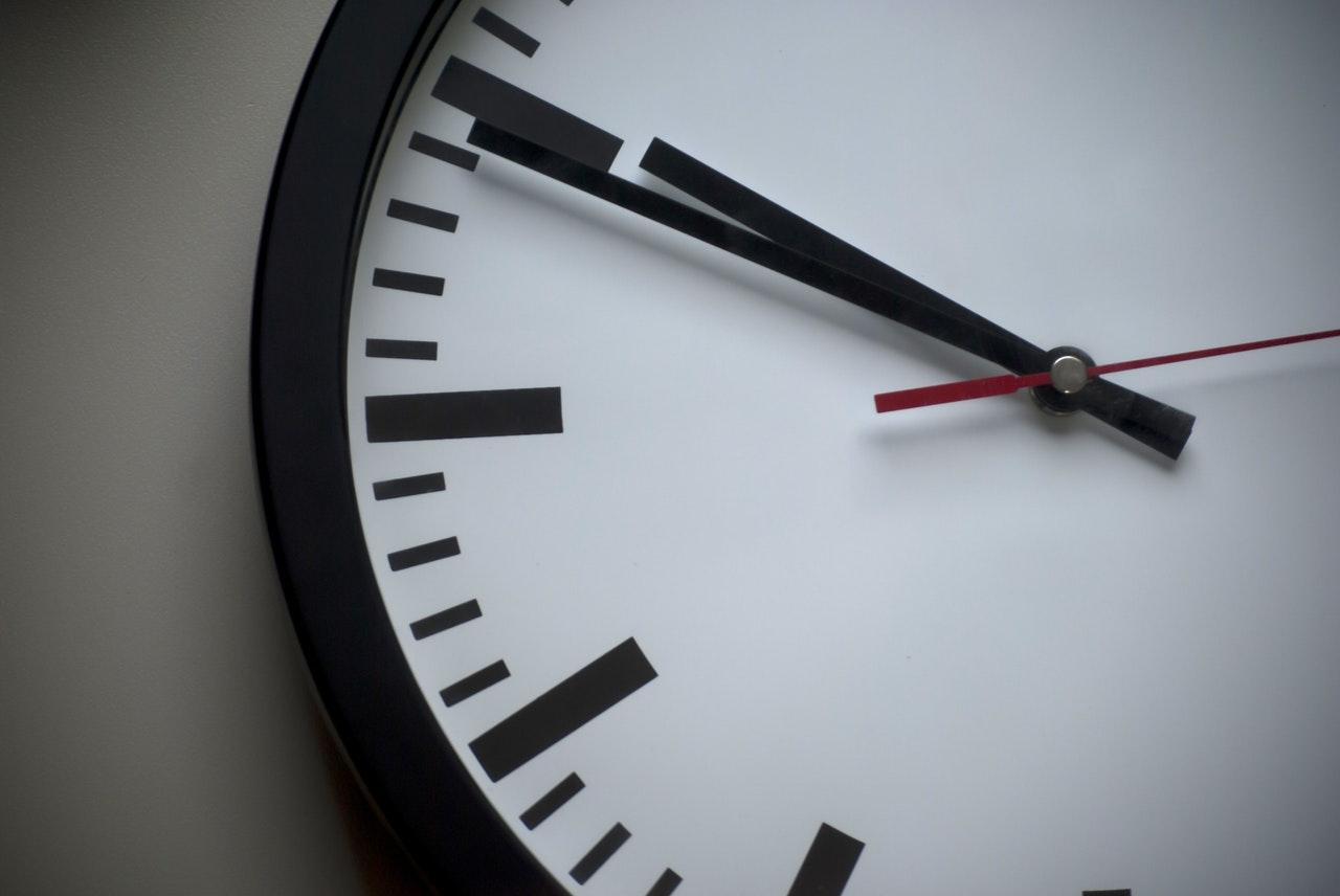 ¿Cuál es verdaderamente la hora ideal para enviar una newsletter?