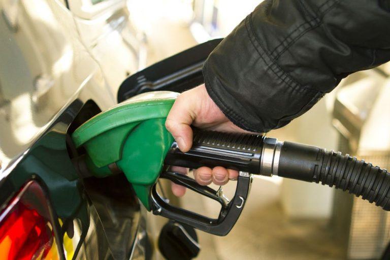 ¿Te quedaste sin gasolina? ¡El seguro de tu auto puede cubrirte!