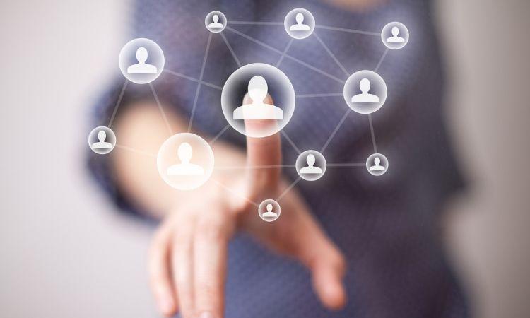 Por qué contratar un experto en redes sociales