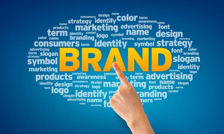 Cómo hacer un slogan atractivo para tu marca: la importancia de destacar y diferenciarte con una frase