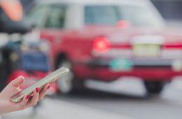 Taxistas Vs Uber: ¿Podrán las plataformas de transporte recoger pasaje en aeropuertos?