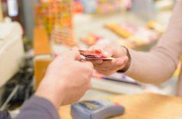 8 de cada 10 consumidores online en México prefieren pagar con tarjeta de débito u Oxxo (Ebanx)