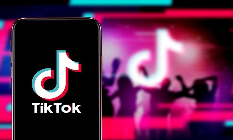 TikTok ampliará su catálogo publicitario con retargeting y enlaces directos de compra en los vídeos