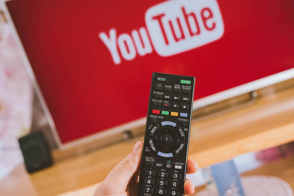 YouTube ficha a famosos