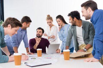 startups gente reunión oficina