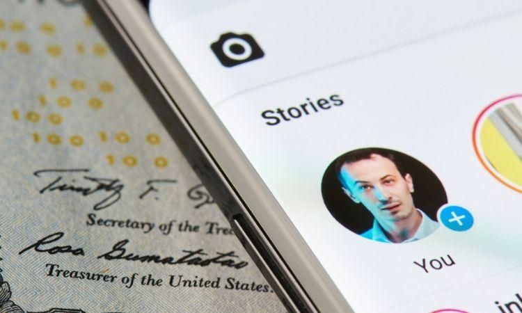 Gifs, stickers, reactions y stories en LinkedIn: la red social profesional prepara su rediseño más arriesgado
