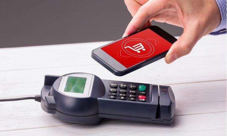 El 15% de los españoles usa a diario los pagos con el móvil (UniversalPay, 2019)