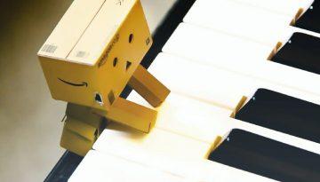 paper robot playing piano yallemedia