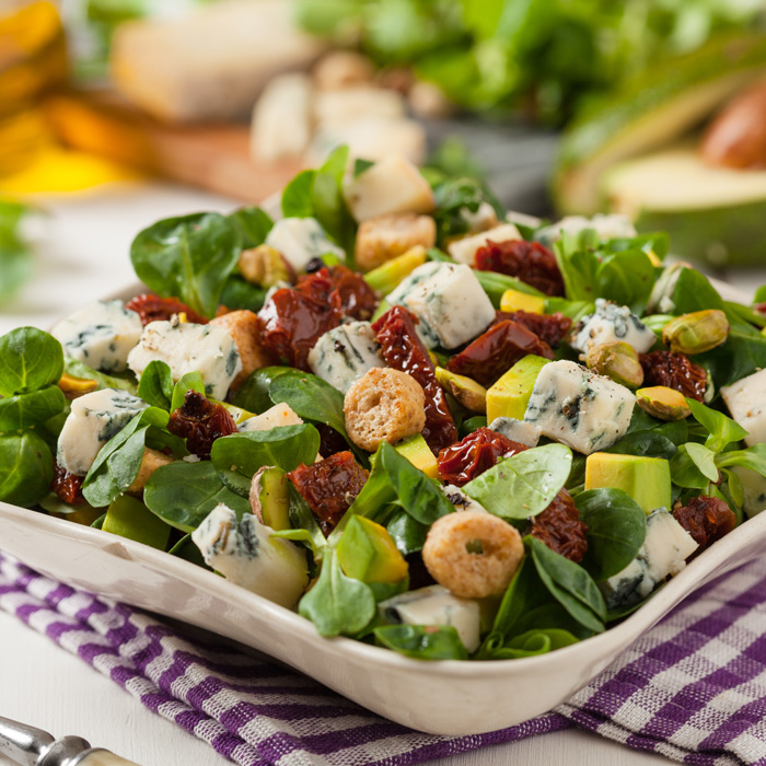 Hearty Spinach & Pistachio Salad
