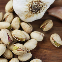 garlic roasted pistachios