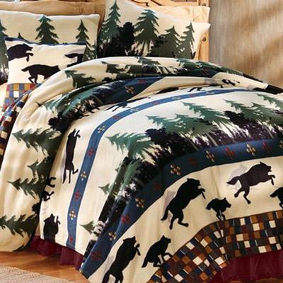 Wolf Den Full Fleece Blanket & Accessory