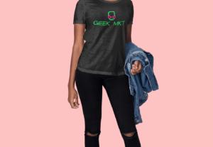 Pondré tu logo o diseño de franelas o camisetas en maqueta de modelos (Mockup)