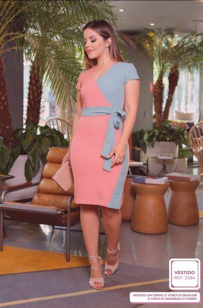 Vestido em Crepe com Stresh Bicolor e Cinto