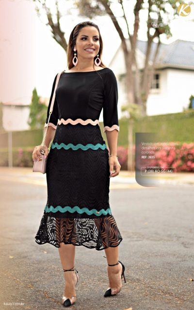 Vestido em renda com detalhes em sianinha colorida