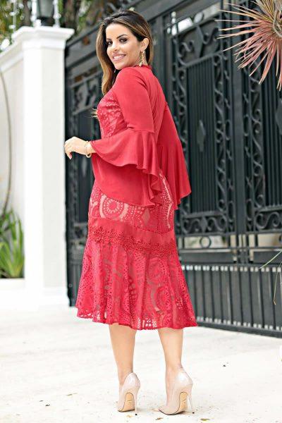 Vestido maxi em renda com malha rayon e manga sino